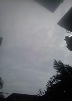 Bầu trời qua ô cửa