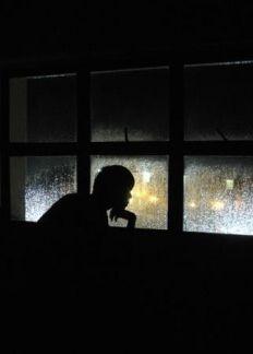 Bên ngoài khung cửa sổ